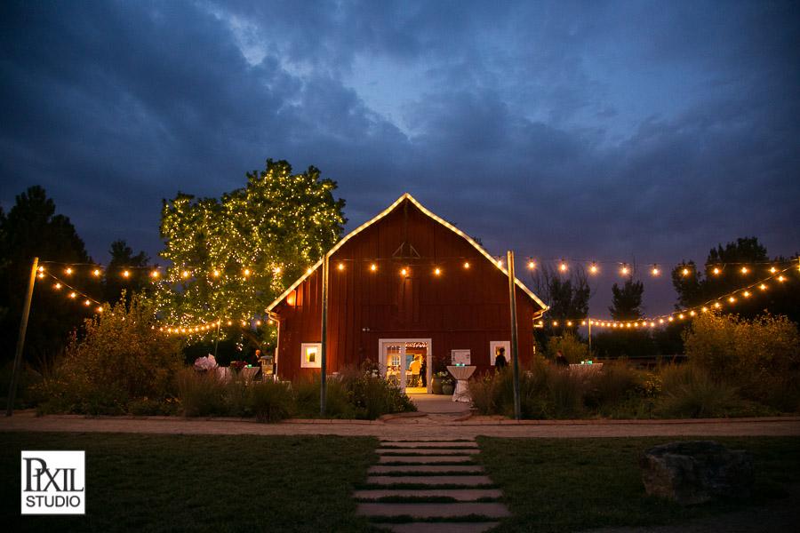 red barn wedding denver botanic gardens